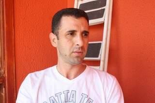 André é o organizador do grupo 'Campo Grande, meu bairro meu lixo!' (Foto: Marcos Ermínio)