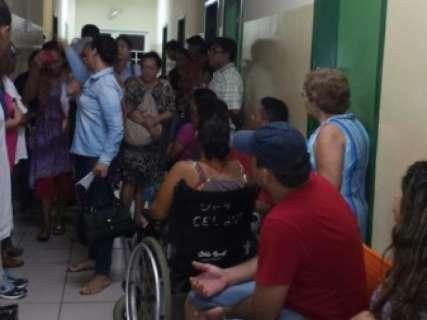 População fica sem atendimento e sofre na UPA Coronel Antonino