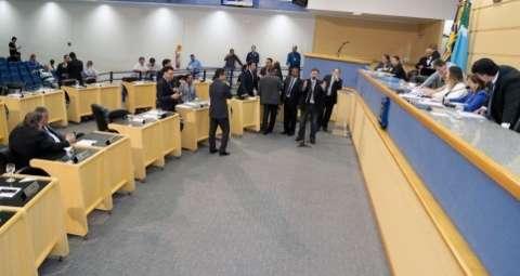 Vereadores convocam secretários por falta de resposta de Bernal à Câmara