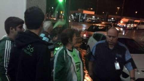 """Palmeiras desembarca """"escondido"""" e frustra torcedores no aeroporto"""