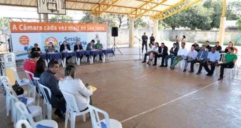 Vereadores realizam sessão comunitária no distrito de Rochedinho
