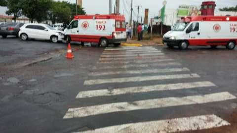 Ambulância do Samu se envolve em acidente ao transportar paciente