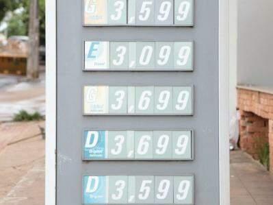 Em posto da avenida Bandeirantes, preço do diesel S10 é vendido a R$ 3,69. (Foto: Fernando Antunes)