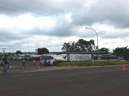 Caminhoneiros ampliam protesto e bloqueiam saída para Três Lagoas