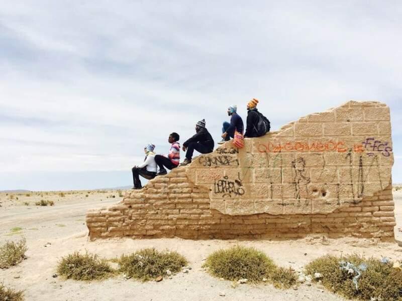 Foto com os amigos no Salar. (Foto: Arquivo Pessoal)