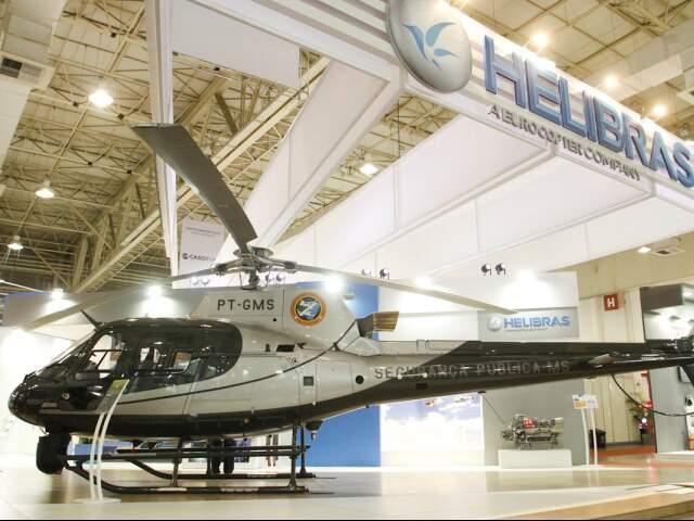 Helicóptero da Sejusp é exposto durante feira de segurança em SP. (Foto: Divulgação)