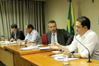 Foi definida audiência pública para apurar possível monopólio do JBS no Estado, em reunião realizada hoje com deputados estaduais. (Foto: Marco Miatelo/Divulgação)
