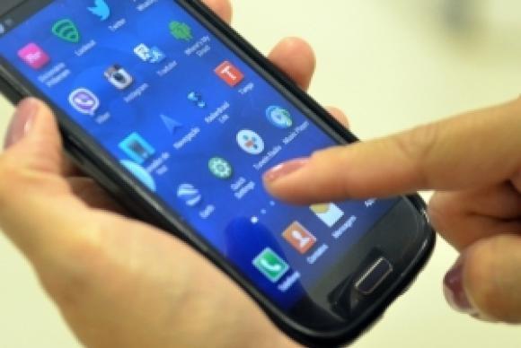 No ano passado, 92,1% dos domicílios brasileiros acessaram a internet por telefone celular (Agência Brasil)