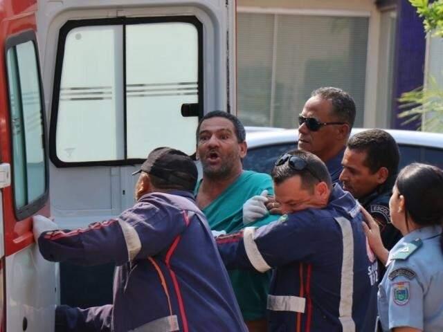 Nado, exaltado, deixando sessão de julgamento há cerca de uma mês na Capital. (Foto: Henrique Kaiwaminami)