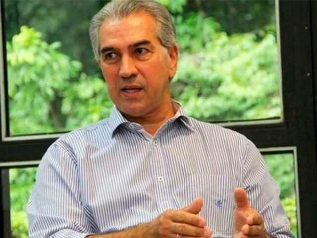 Reinaldo Azambuja em seu gabinete, na Governadoria: a espera do posicionamento do Poder Judiciário.