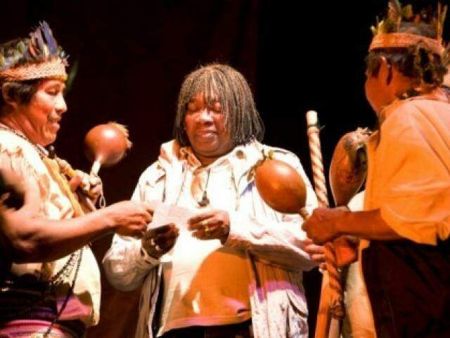 Registro feito em 2010 quando Milton Nascimento foi batizado por índios guarani. (Foto: Vânia Jucá)
