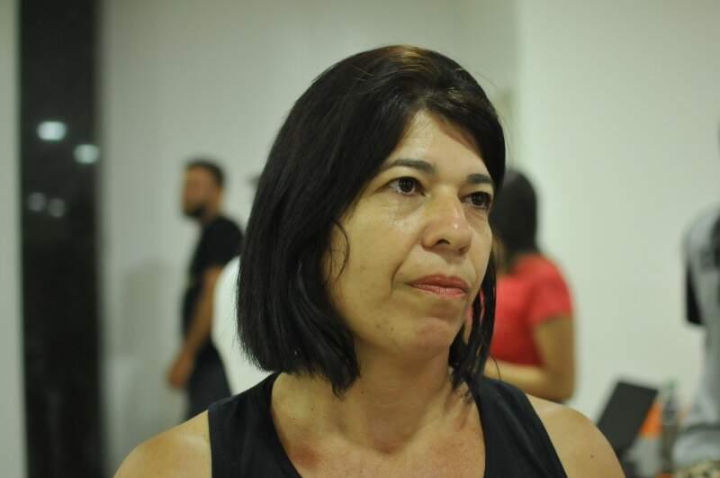Andreia é quem dá aulas desde outubro para à população.