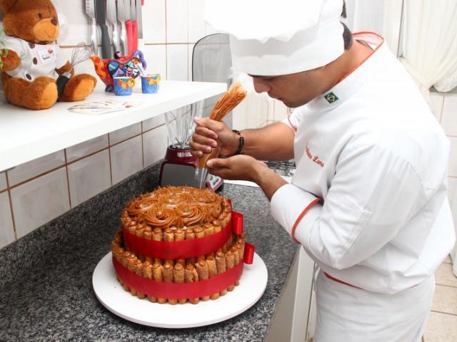 Cristhiano Luna de Almeida hoje tem 27 anos e se tornou chef de cozinha. (Foto: Fernando Antunes)