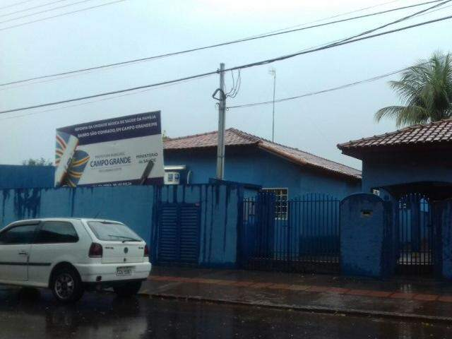 O idoso havia acabado de sair da unidade de saúde, quando foi morto  (Foto: Rafael Ribeiro)