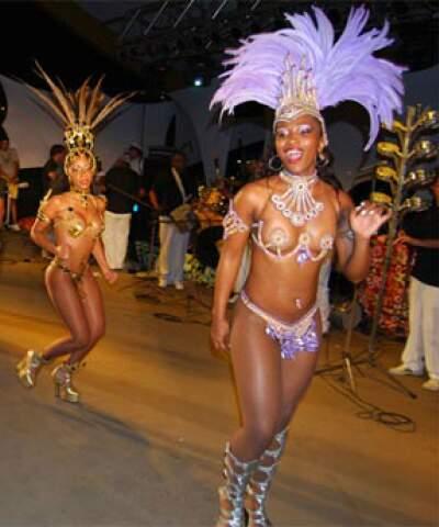 Festa terá também show de mulatas.