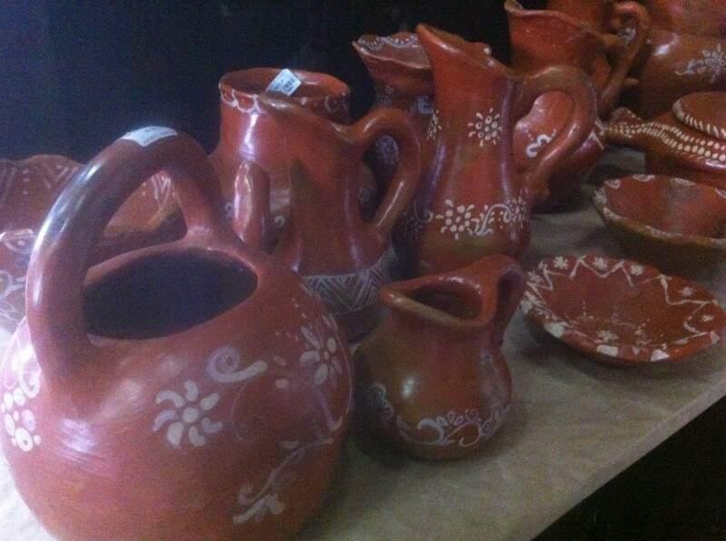 Conjunto de cerâmica, com peças vendidas separadamente.