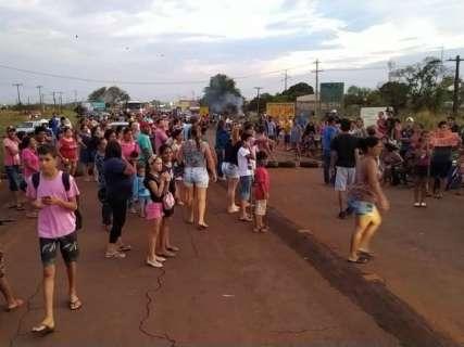 Moradores liberam rodovia, mas protesto será retomado amanhã