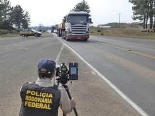 Policiais vão usar radares móveis, binóculos, bafômetros e medidor de insufilm, que verifica a transparência dos vidros dos veículos (Foto: Divulgação)
