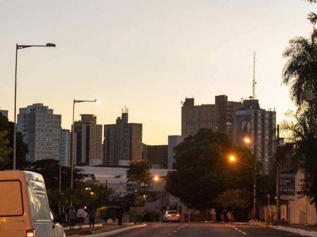 Terça-feira será de céu parcialmente nublado na Capital. (Foto: Henrique Kawaminami)