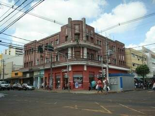 A estrutura remete ao passado na esquina da Cândido Mariano com a 14 de Julho. (Fotos: Marcos Ermínio)