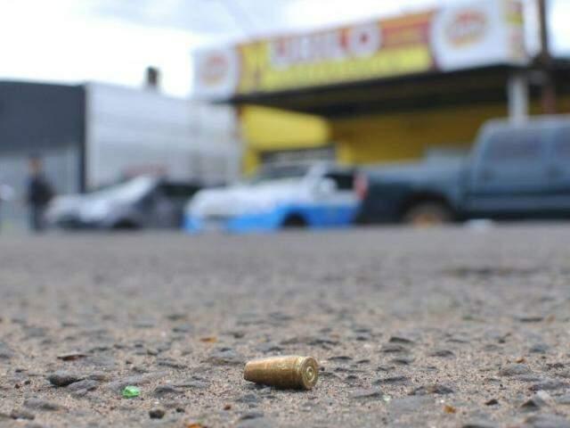 Capsula deflagrada, encontrada no local do crime. (Foto: Alcides Neto)