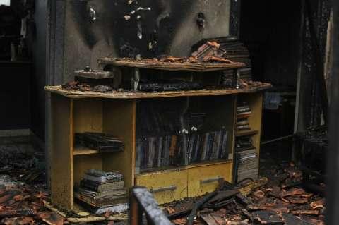 Polícia quer ouvir cuidadora de novo para apurar incêndio com duas vítimas