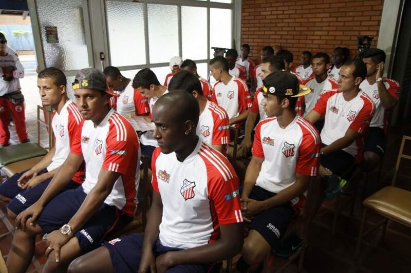 Foram apresentados 30 jogadores, nove deles vieram da base do clube. Apenas três faziam parte do clube em 2013 (Foto: Cleber Gellio)