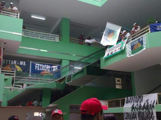 Manifestantes sem terra ocupam o Shopping Marakesh onde fica a sede do Incra (Foto: Chloé Pinheiro)