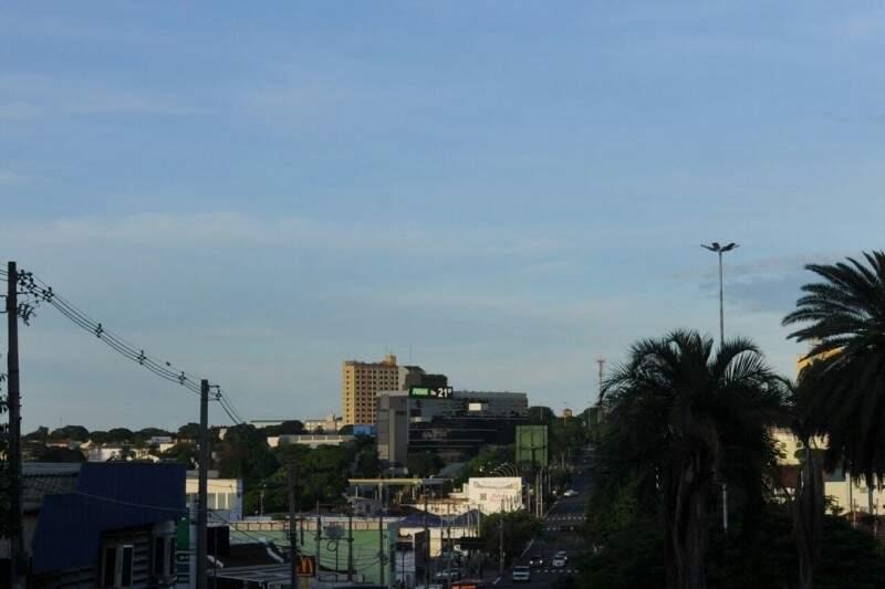 Manhã nublada em Campo Grande, com mínima de 21ºC. (Foto: Fernando Antunes)