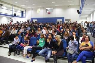 Além dos professores, estudantes foram à sessão da Câmara nesta terça-feira (Foto: Fernando Antunes)
