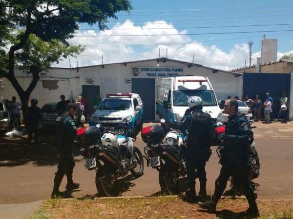 Policiais militares estiveram na unidade na manhã desta quarta-feira (18), após chamado da direção. (Foto: Amanda Bogo)