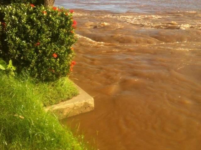 Correnteza do rio aumentou com o volume de chuvas desde o início da semana (Foto: Jairo Junior / arquivo pessoal)