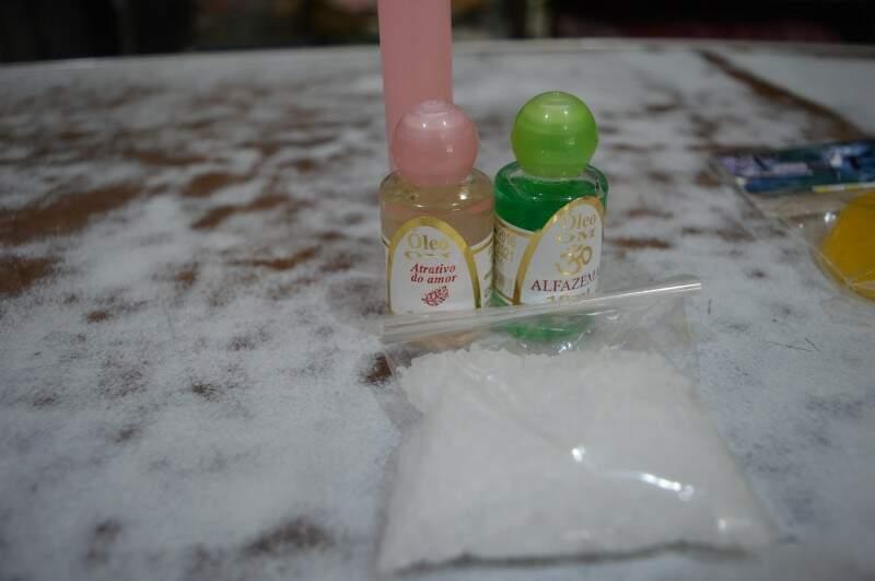 O sal grosso pode ajudar a espantar o mau olhado (Foto: Naiane Mesquita)