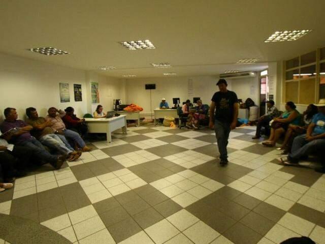 Protestantes estão na sede do Incra, em Campo Grande. (Foto: André Bittar)
