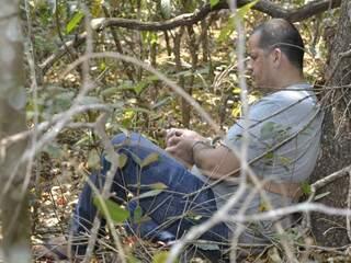 Evandro mostrou o local onde consumiu droga antes de matar Zilca, em uma mata no terrena da chácara (Foto: Minamar Júnior)