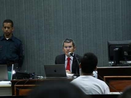 Em julgamento, promotor pede absolvição de Nando e comparsa