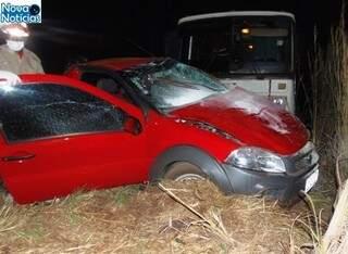 Três pessoas morreram no local do acidente, depois de ônibus colidir com veículo. (Foto: Portal Nova Notícias)
