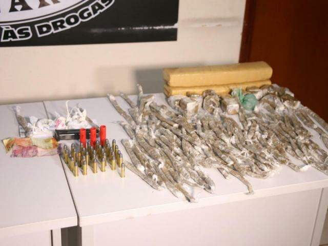 """Drogas e munições foram apreendidas em três ações que compuseram a """"Progresso"""" até aqui. (Foto: Paulo Francis)"""