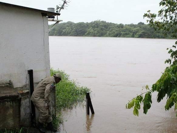 Nível do rio Taquari está em 4,6 metros, sendo que o recomendado é de 3 metros. (Foto: PC de Souza/ Edição de Notícias)