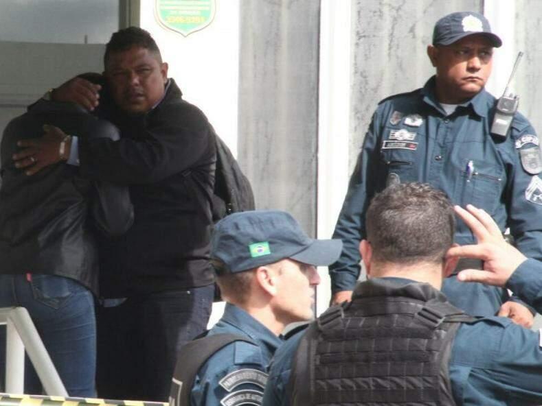 Policiais militares isolaram a área e acionaram a perícia e a Polícia Civil (Foto: Marcos Ermínio)