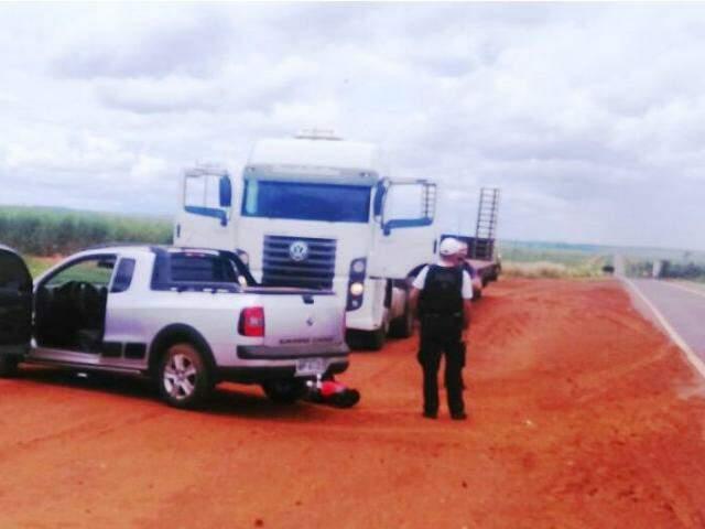 A dupla foi parada próxima a cidade de Eldorado, seguindo pela BR-163. (Foto: TáNaMídiaNaviraí)