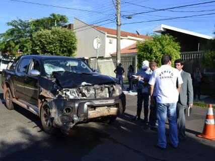 Acidente entre moto e caminhonete deixa dois em estado grave na Capital