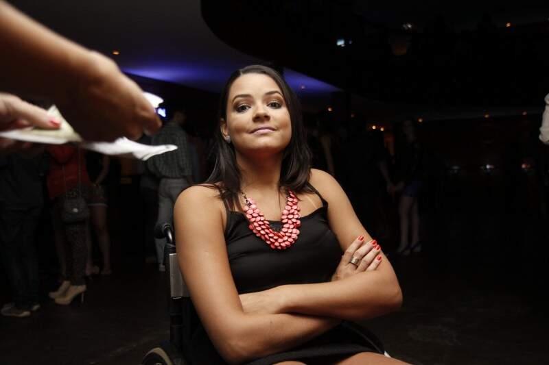 Fernanda, se irritou pela falta de acessibilidade. (Foto: Cleber Gellio)