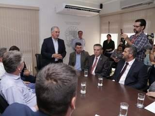 Governador Reinaldo Azambuja fala sobre decreto para os deputados estaduais (Foto: Kísie Ainoã)