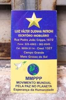Cartão de visitas trazia mensagem de paz.