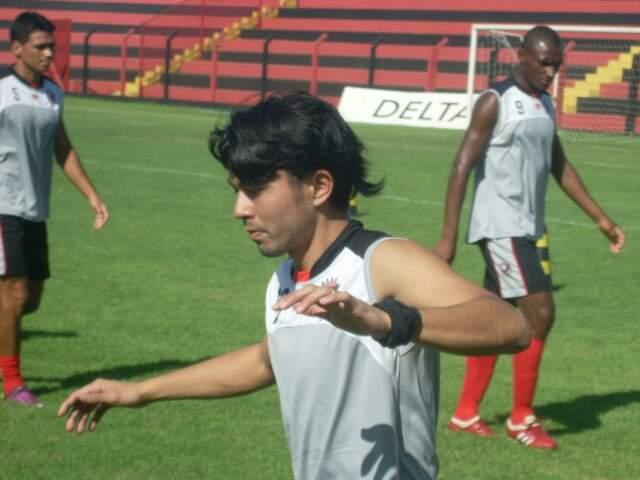 Sho Shimoji jogou no futebol paraguaio e no Linense (SP). (Foto: Divulgação)