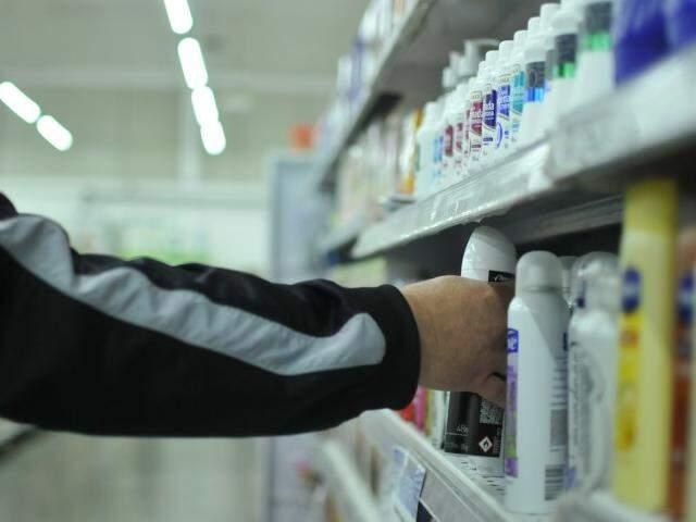 """Itens de perfumaria são apontados com principal alvo de """"clientes mão leve"""" por donos de supermercados (Foto: Alcides Neto)"""