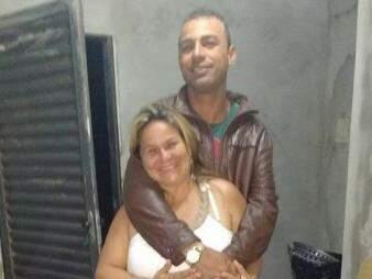 Casal em foto postada nas redes sociais. (Foto: Reprodução/ Facebook)