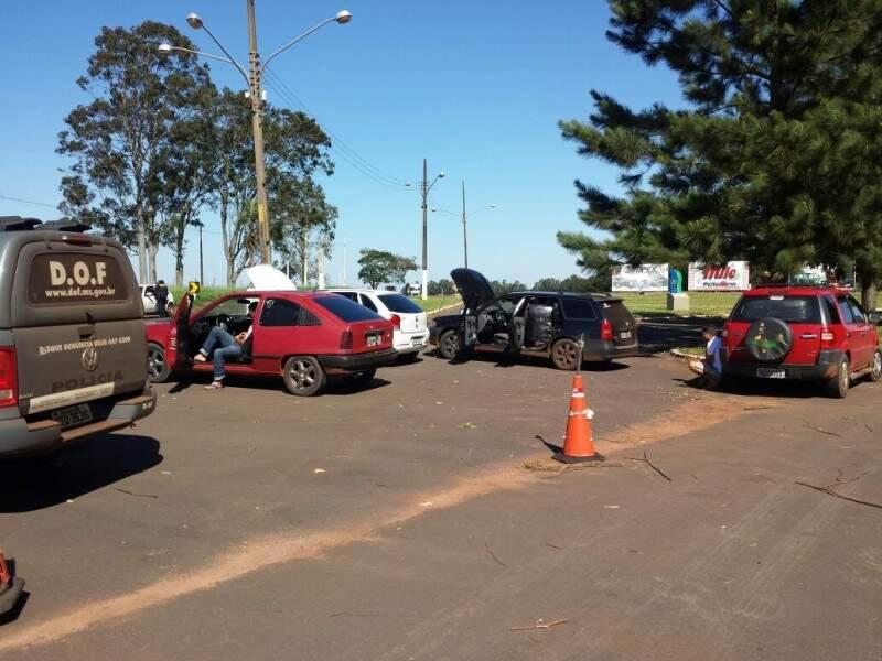 Quatro veículos carregavam confecções contrabandeadas do Paraguai. Foto: (Divulgação DOF)