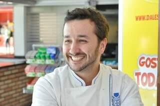 André que criou o prato com referência regional. (Foto: Marcelo Calazans)